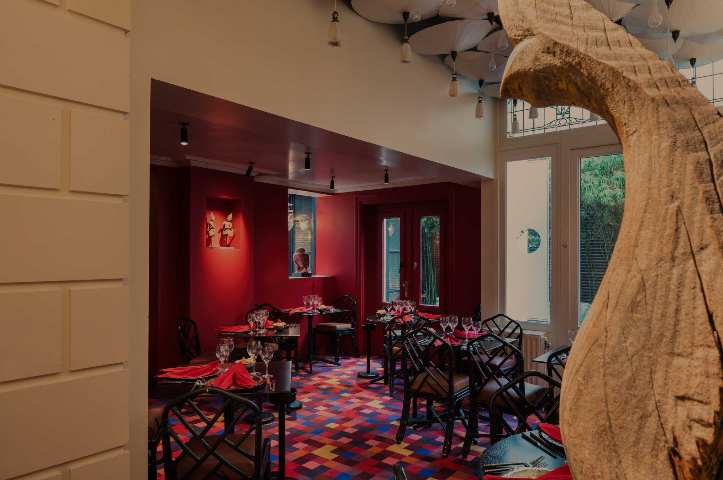 Les Larmes du Tigre - In an elegant and bright atmosphere.